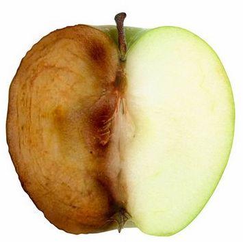 Pomme moitié oxydée l'autre non par l'ajout de jus de citron